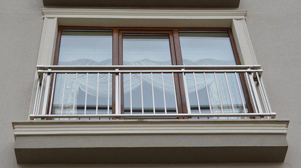 balustrada na okno balkonowe