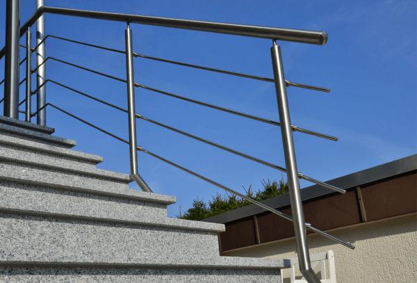 Balustrada na schody przed jednym z Warszawskich urzędów