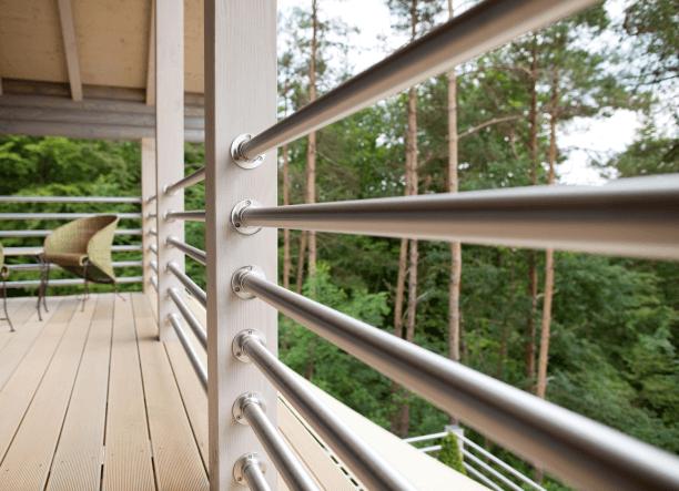 Balustrada tarasowa wykonana ze stali nierdzewnej