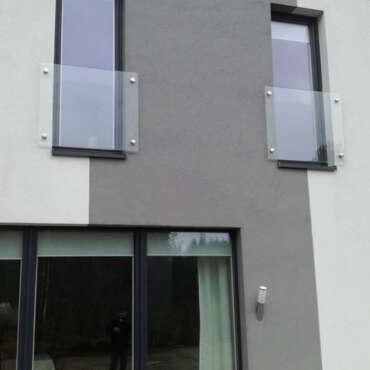 całoszklana balustrada na okno francuskie