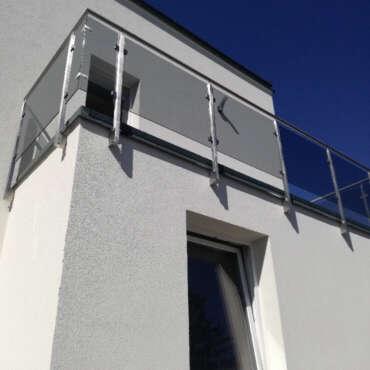 barierki na taras metalowe ze szkłem