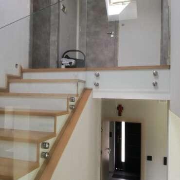 balustrada do schodów wewnętrznych ze szkła