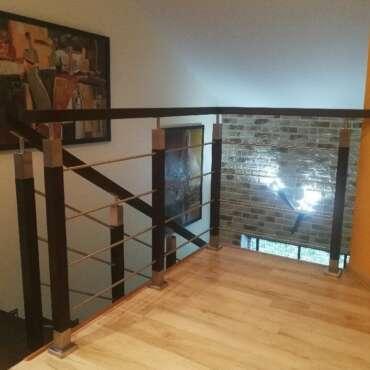 drewniano-metalowa balustrada na schody