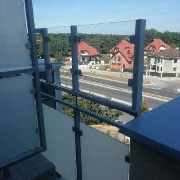 balustrada ze stali nierdzewnej i szkła na balkon