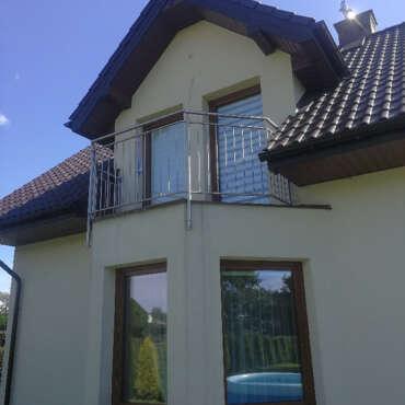poręcz do zabezpieczenia balkonu w domu jednorodzinnym