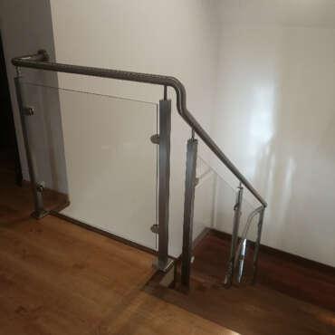balustrada stalowo szklana na schody