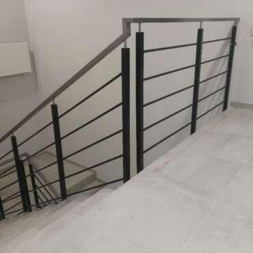 balustrady czarne do wewnętrznych schodów
