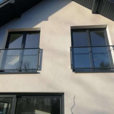 balkon francuski ze szkła i stali nierdzewnej