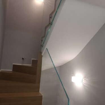 szklana balustrada na schody wewnętrzne