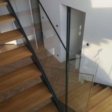 samonośna barierka do schodów