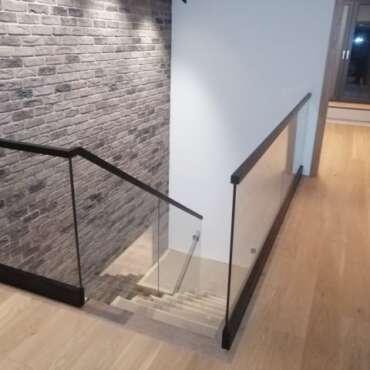 całoszklana balustrada na schody