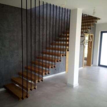 balustrada harfa do schodów drewnianych