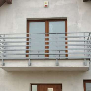 barierka nierdzewna na balkon przymocowana bocznie