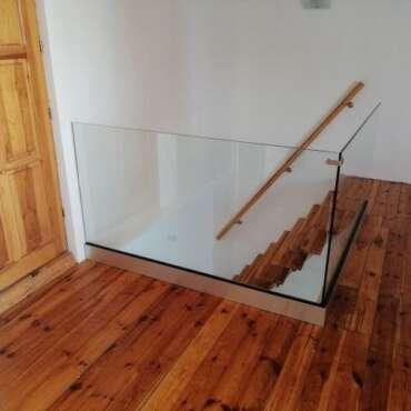 wewnętrzna balustrada cała ze szkła