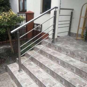 zewnętrzna barierka z metalu do schodów